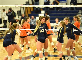 Titan volleyball advance to regional finals